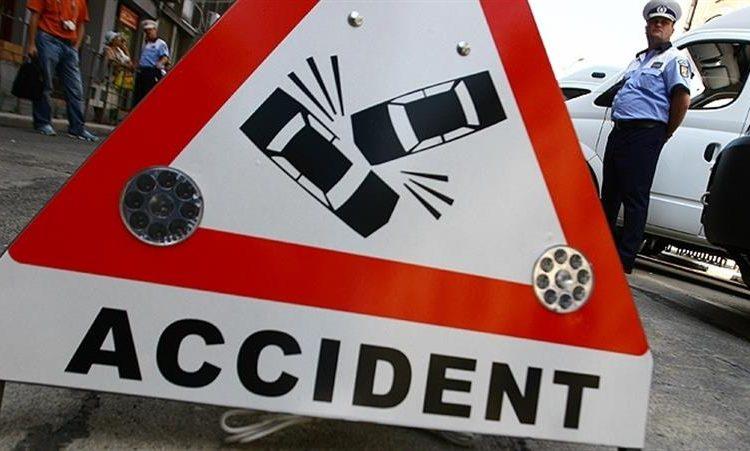 VIDEO. Accident in Zimbru. Un Ford Mondeo a scos un tramvai de pe sine