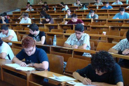 """Studentii de la """"Cuza"""" se pot inscrie pentru Bursele """"Sf. Dumitru"""" pina pe 30 septembrie"""