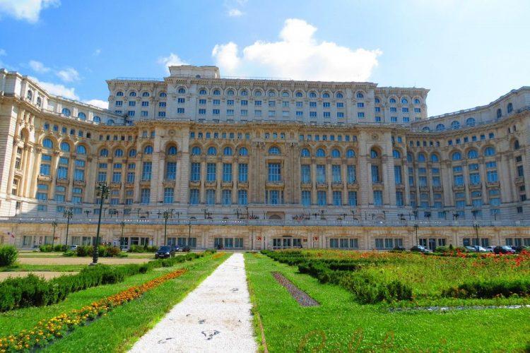 Tot ce trebuie sa stii despre vizitarea Palatului Parlamentului din Bucuresti